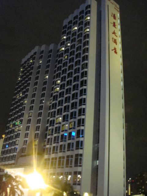 sigホテル夜.JPG